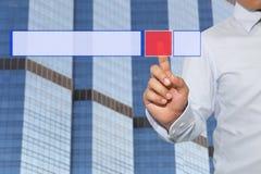 Palec biznesmena dotyk technologia czerwony guzik Zdjęcia Stock