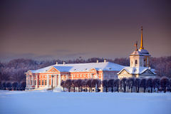 Paleis in de winter royalty-vrije stock afbeeldingen