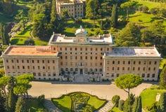 Paleis door bomen, Rome wordt omringd dat Royalty-vrije Stock Foto's