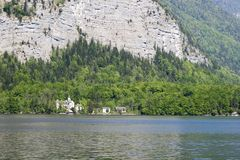 Paleis door meer in Oostenrijk Royalty-vrije Stock Foto's