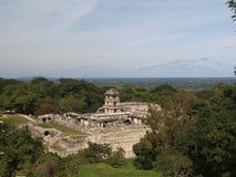 Paleis en het waarnemingscentrum in Palenque Stock Afbeelding