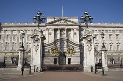 Paleis Londen - Buckingham en poort Royalty-vrije Stock Afbeeldingen