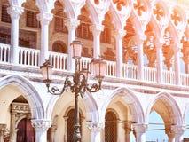 Paleis van doges, straat lampon op vierkant San Marco in Venetië royalty-vrije stock afbeelding