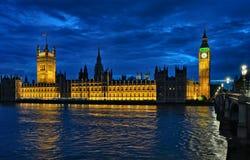 Paleis van Londen Engeland het UK van Westminster bij nacht Royalty-vrije Stock Foto
