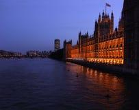 Paleis van Westminster bij schemer Stock Foto's