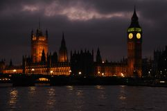 Paleis van Westminster bij schemer, Londen, het UK Stock Afbeeldingen