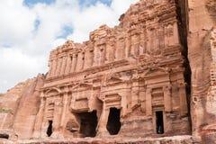 Paleisgraf in de rots in Petra Red Rose City, Jordanië stock foto's