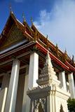 paleizen van het de tempeldak van Azië Thailand Bangkok de zonnige wat Royalty-vrije Stock Foto's