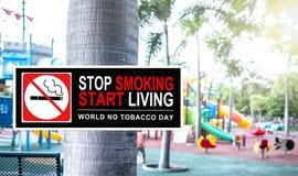 Palenie zabronione przy jawnym parkiem Obraz Stock