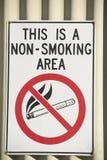 Palenie zabronione szyldowy wskazujący niebezpieczeństwo Obraz Royalty Free