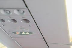 Palenie zabronione znak i pas bezpieczeństwa podpisujemy na samolocie obrazy royalty free