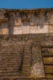 Palenque, Chiapas, Mexico: Archeologisch gebied met ruïnes, tempels en piramides in de oude stad van Maya stock fotografie