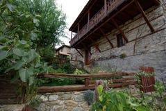从Paleo Panteleimonas希腊的石大厦建筑学 免版税图库摄影