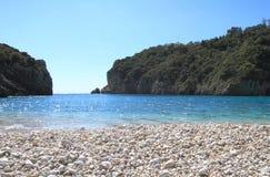 Paleokastritsa strand av Corfu Arkivbilder