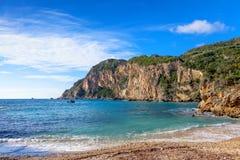 Paleokastritsa strand och klippor Arkivfoto