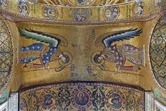 Palerme - mosaïque d'Arkhangel Michael et de Gabriel de plafond dans l'église du dell Ammiraglio de Santa Maria Photo libre de droits