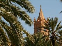 Palerme, Sicile, Italie Jardin m?diterran?en avec des palmiers et image libre de droits