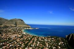 Palermo. Het strandlandschap van Mondello, Sicilië Stock Foto's