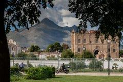 PALERMO, ITALIA - 14 ottobre 2009: Lo Zisa è un castello in più pallido Fotografie Stock Libere da Diritti