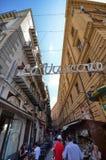 Palermo, Italia, Sicilia 24 de agosto de 2015 Una de las calles que eso lleva a la plaza San Domingo Imágenes de archivo libres de regalías
