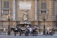 PALERMO, ITALIEN - 17. JUNI 2013: Palermo-cuattro canti Stockbilder