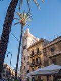 PALERMO ITALIEN - kan 13, 2015: Populär touristic gammal stadsmitt, Sicilien Royaltyfri Bild