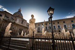 PALERMO ITALIEN - Oktober 13, 2009: Marmorstaty av piazza Preto Royaltyfri Fotografi