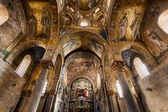PALERMO ITALIEN - Oktober 14, 2009: Presbyterium av den Romanic kyrkan Fotografering för Bildbyråer