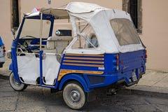PALERMO, ITALY†'03 2017 Styczeń: Nadzwyczajny pojazd dla miasto wycieczek turysycznych Obraz Royalty Free