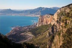 Palermo - perspectiva sobre ciudad, costa y puerto Imágenes de archivo libres de regalías