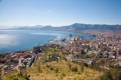 Palermo - prospettiva sopra la città, la costa ed il porto Fotografia Stock Libera da Diritti