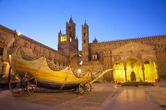 Palermo - södra portal av domkyrkan eller duomoen Royaltyfri Foto