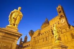 Palermo - södra portal av domkyrkan eller duomoen Arkivfoton