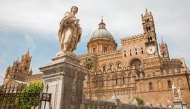 Palermo - södra portal av domkyrkan eller duomoen Arkivfoto