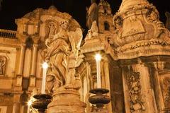 Palermo - San Domenico - de kerk van Heilige Dominic en barokke kolom Stock Afbeeldingen