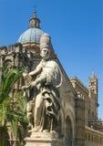 Palermo, Sicilië/Italië: 25 juni, 2005: Verticaal van de Kathedraal die van Palermo wordt geschoten royalty-vrije stock foto's