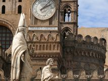 Palermo, Sicili?, Itali? 11/04/2010 Beeldhouwwerken in witte marmeren a royalty-vrije stock fotografie