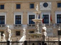 Palermo, Sicilia, Italia 11/04/2010 Fuente de Pretoria imagen de archivo