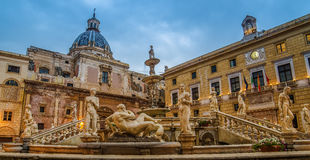 Palermo, Sicilia, Italia: Plaza Pretoria Imagen de archivo libre de regalías