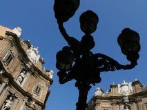Palermo, Sizilien, Italien Alter Eisenlaternenpfahl stockfotografie