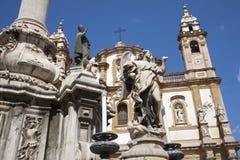 Palermo - St Dominic kyrklig och barock kolonn Arkivbilder