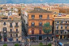 PALERMO, WŁOCHY †'03 2017 Styczeń: Ty możesz widzieć zadziwiającego pejzaż miejskiego Palermo od dachu Palermo katedra sicily Obraz Stock
