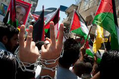 Palestinians march to demand freedom for prisoners Royalty Free Stock Photos