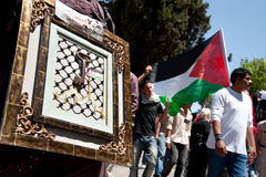 Palestinians rally to commemorate Nakba Day. RAMALLAH, PALESTINIAN TERRITORIES - MAY 15: Carrying keys symbolizing the right of return, Palestinians march Royalty Free Stock Photos