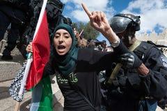 Palestino de la detención de los soldados israelíes Foto de archivo libre de regalías