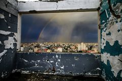 Palestinska kristen på kyrkan för St Porphyrius i Gaza royaltyfria bilder