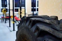 Palestra di allenamento per forma fisica e corpo che buildiing Immagini Stock Libere da Diritti