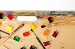 Palet op kleurrijke tablet Stock Foto's