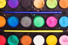 Paleta da aquarela com pincéis Foto de Stock