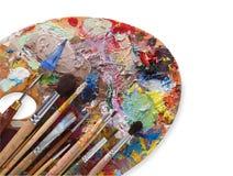 Paleta da arte com os cursos coloridos da pintura, isolados Fotos de Stock Royalty Free